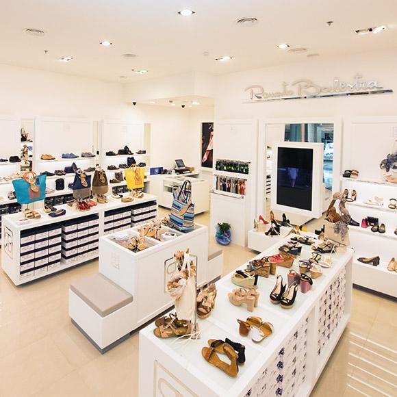 scarpe-borse-accessoti-negozio-ebe-group-renato-balestra